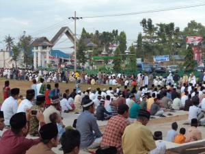 Suasana Shalat idulFitri di Lap. Pancasila Polewali